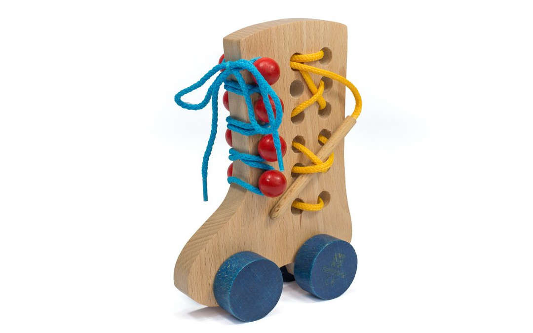 Sznurowany bucik Montessori